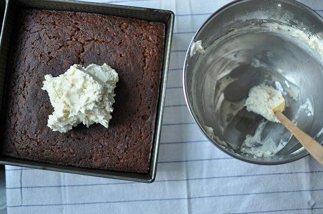 frosting applesauce cake