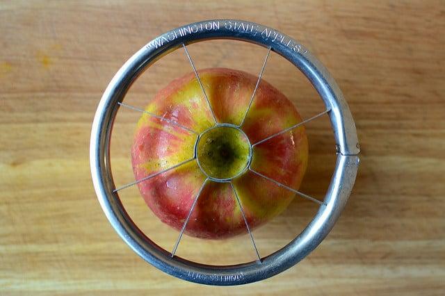 slicing apple