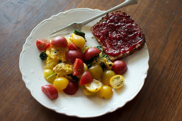 eggs/tomatoes/toast