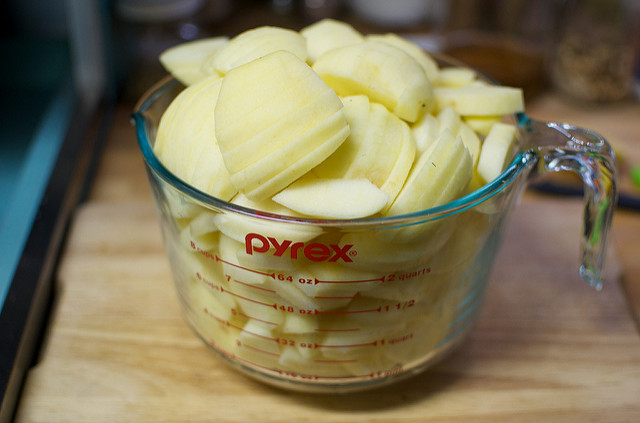 sliced apples for pie filling