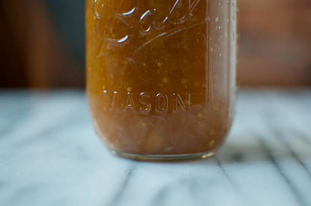 apple horseradish conserve close