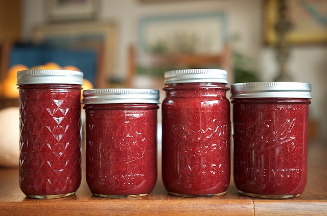 honey maple cranberry sauce in jars