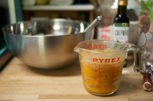 squash-puree-in-measuring-cup