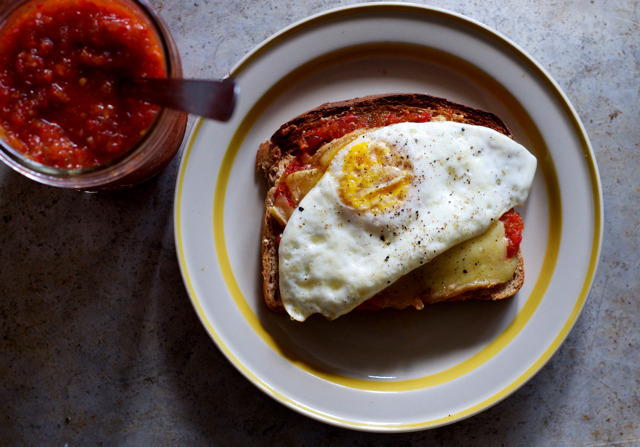 Egg sandwich with hoagie relish