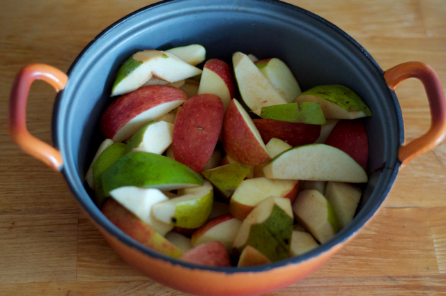 sliced fruit for apple-quince fruit cheese